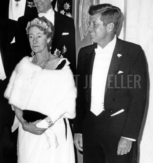 Charlotte wears Grand Duchess Hilda's Floral Tiara for a state dinner at the White House hosted by President Kennedy, April 1963