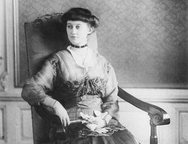 Marie-Adelaide wears a fashionable choker in this court portrait, taken in 1916
