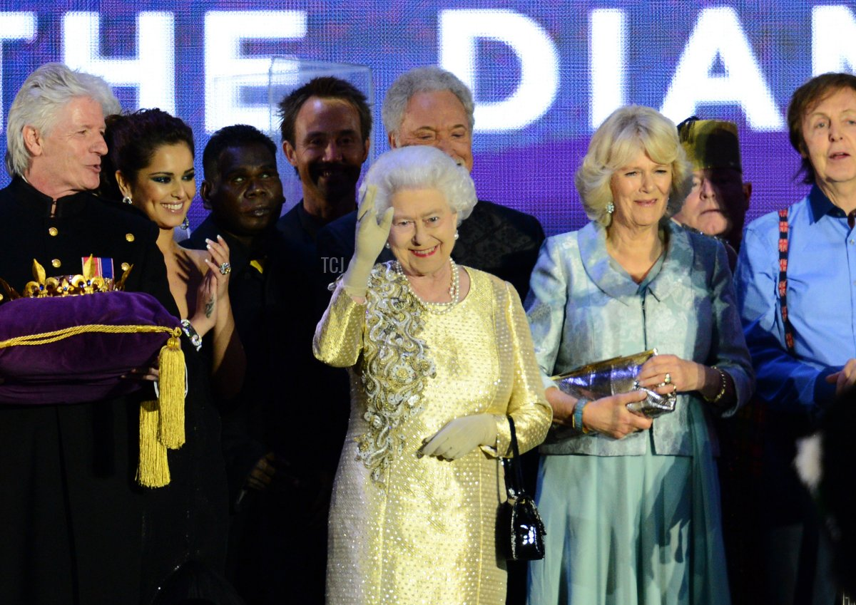 Britain's Queen Elizabeth II waves on stage with Camilla, Duchess of Cornwall (3rdR) as British singer Paul McCartney (R) and other performers look on after the Jubilee concert at Buckingham Palace. in London, on June 4, 20112. A chain of more than 4,200 beacons began to flare across the globe Monday to mark Queen Elizabeth II's diamond jubilee, with the last to be lit by the monarch at a star-studded concert at Buckingham Palace