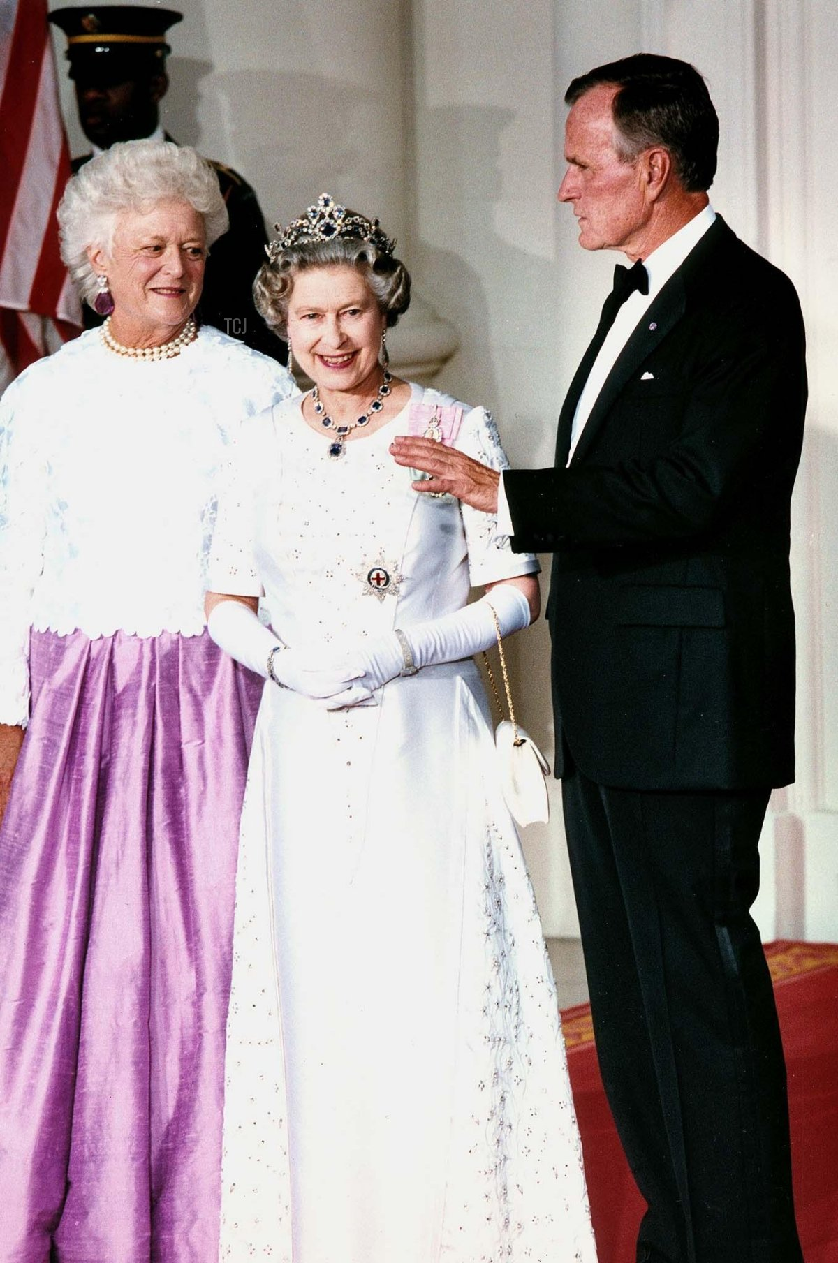 US President George Bush (R) talks to Great Britain's Queen Elizabeth II as they stand with First Lady Barbara Bush (L), 14 May 1991, in Washington, DC, as the queen and her husband Prince Philip arrive at the White House for a state dinner