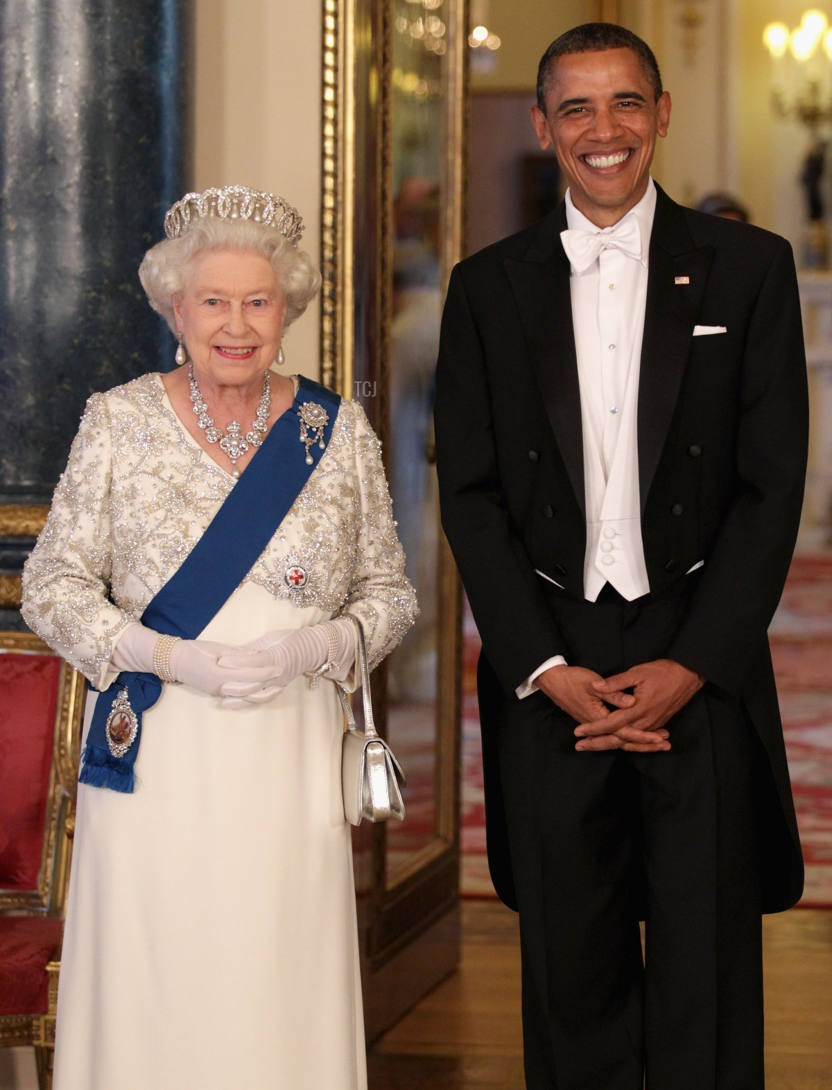 Queen Elizabeth II and U.S. President Barack Obama (R) pose in the Music Room of Buckingham Palace ahead of a State Banquet on May 24, 2011 in London, England