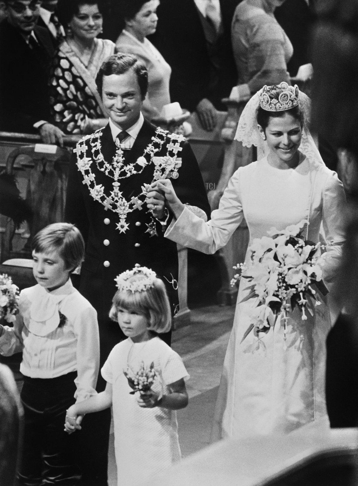 """A picture taken on June 19, 1976 in Stockholm shows the wedding ceremony of King Carl XVI Gustaf of Sweden with Miss Silvia Sommerlath in the """"Storkyrken"""" Refomed church"""