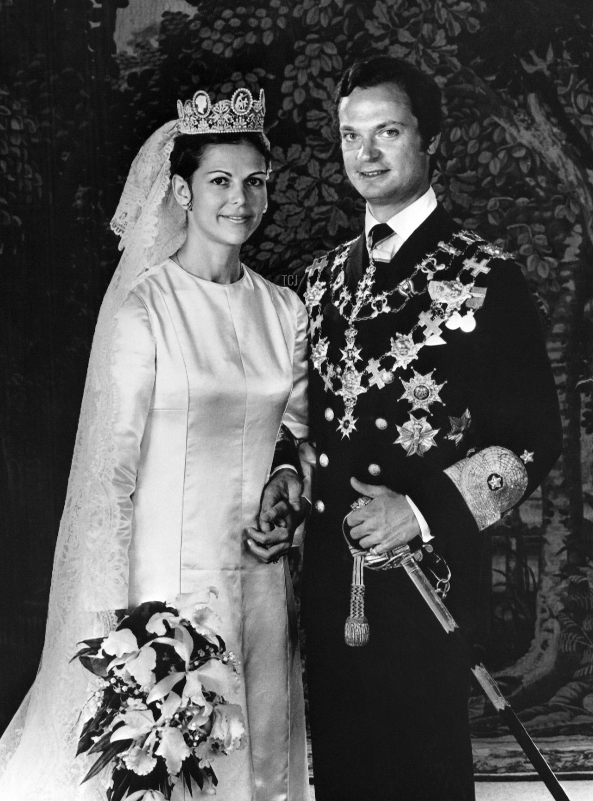 King Carl XVI Gustaf of Sweden and Miss Silvia Sommerlath pose during their wedding in Stockholm on June 19, 1976