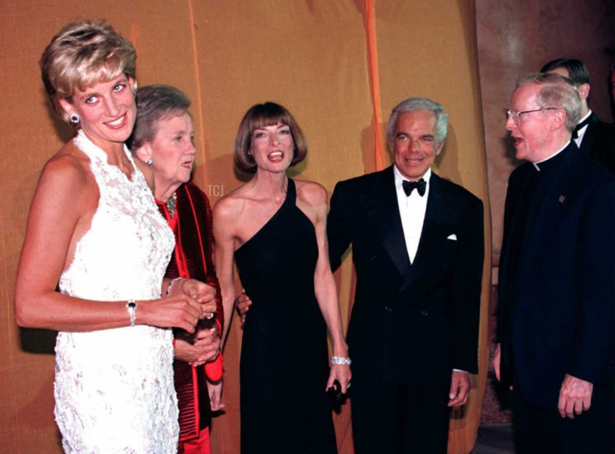 Princess Diana of Wales (L), Washington Post owner Katheryn Graham, Vogue Magazine editor Anna Wintour, designer Ralph Lauren, and Georgetown University President Leo J. O'Donovan (R) work the receiving line during a multi-million dollar fundraising event for the Nina Hyde Center for Breast Cancer Research late 24 September 1996 in Washington, DC