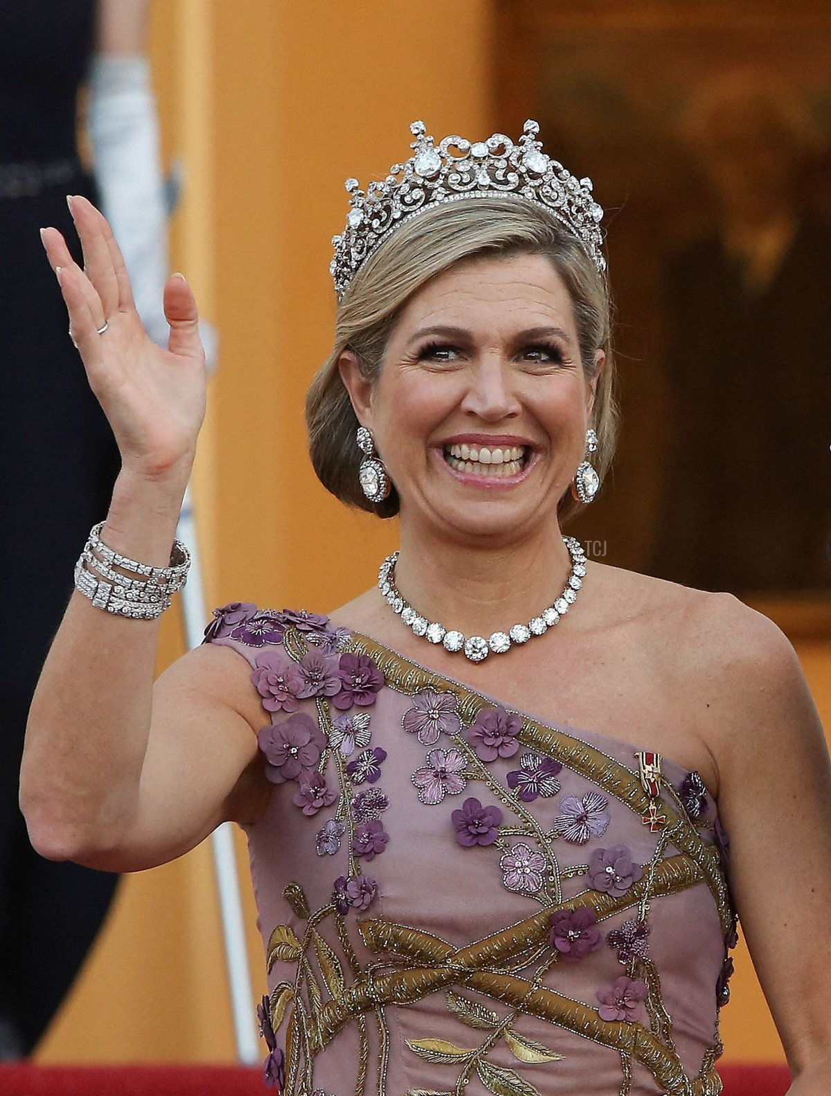 King Willem-Alexander and Queen Maxima of the Netherlands wave as they arrive for a state dinner in their honour at the Bellevue presidential palace in Berlin on July 5, 2021