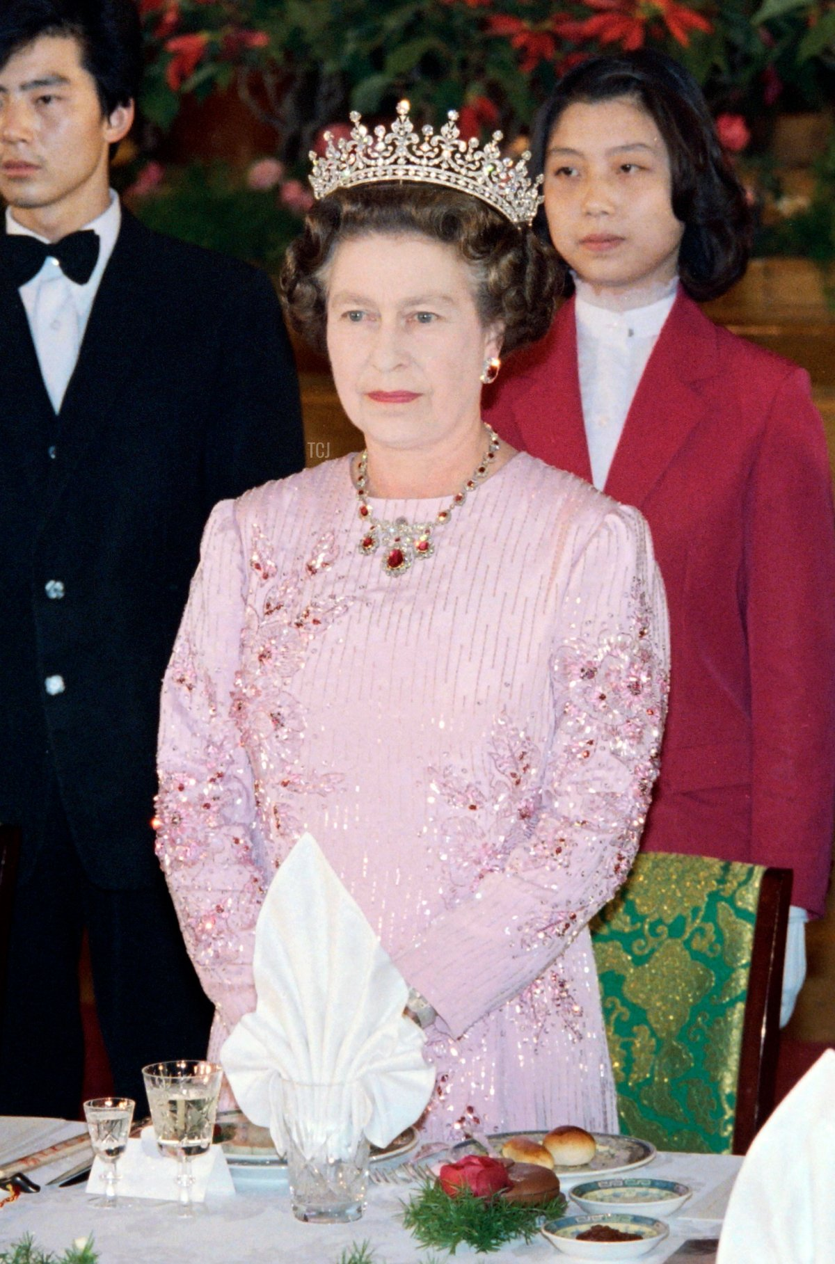 Britain's Queen Elizabeth II (C) attend a banquet with President of the People's Republic of China Li Xiannian (R) and Premier of the People's Republic of China Zhao Ziyang (L) at the Great Hall of the People in Beijing on October 13, 1986