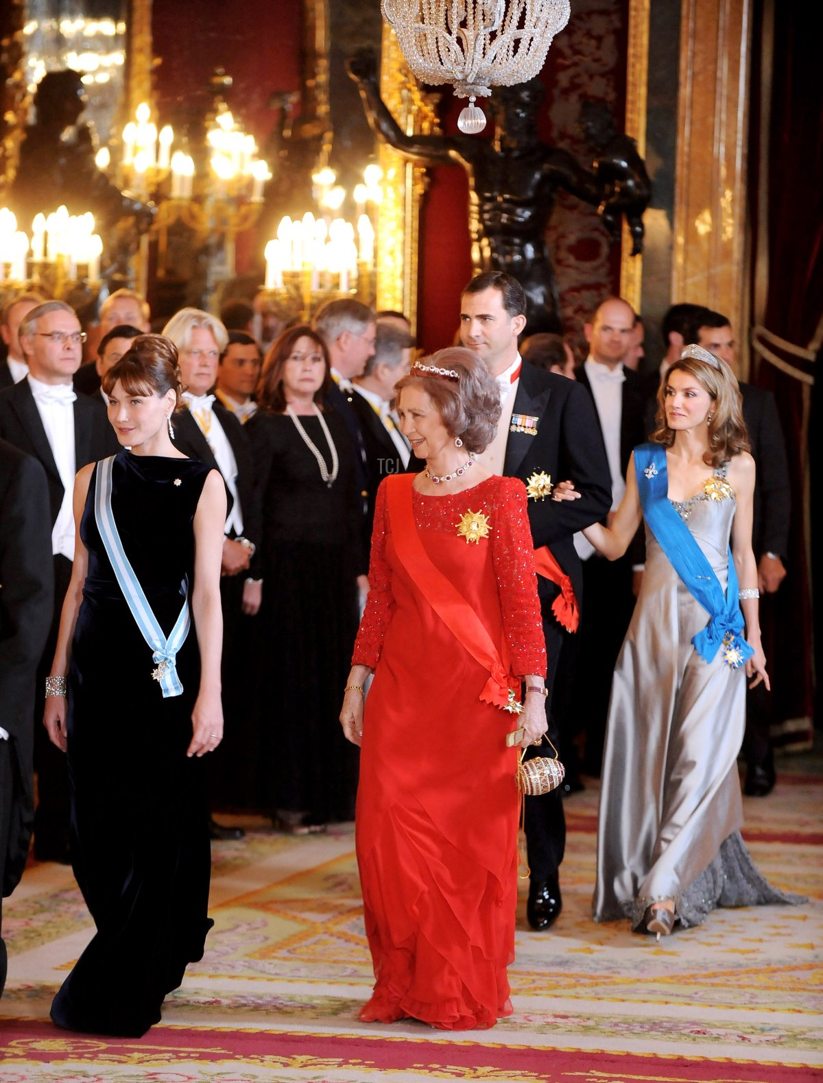 Carla Bruni, Queen Sofia of Spain, Prince Felipe of Spain and Princess Letizia of Spain attend a Gala Dinner honouring French President Nicolas Sarkozy at the Royal Palace on April 27, 2009 in Madrid, Spain