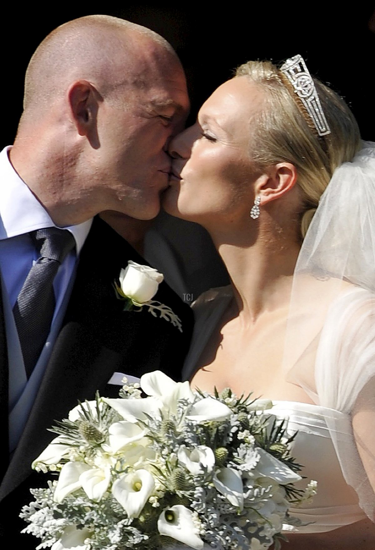 England rugby player Mike Tindall (L) kisses his new bride Britain's Zara Phillips, granddaughter of Queen Elizabeth II, after their wedding ceremony at Canongate Kirk in Edinburgh, Scotland, on July 30, 2011