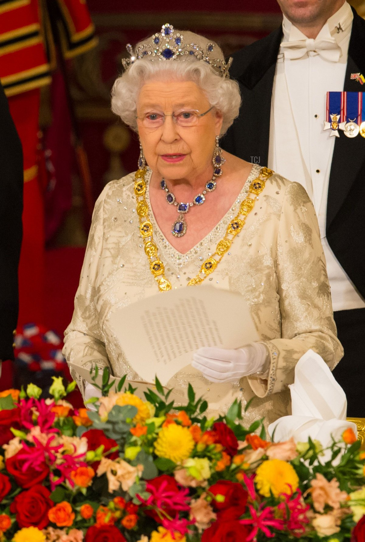 Britain's Queen Elizabeth II (R) hosts a State Banquet for Colombia's President Juan Manuel Santos (L) at Buckingham Palace in central London on November 1, 2016