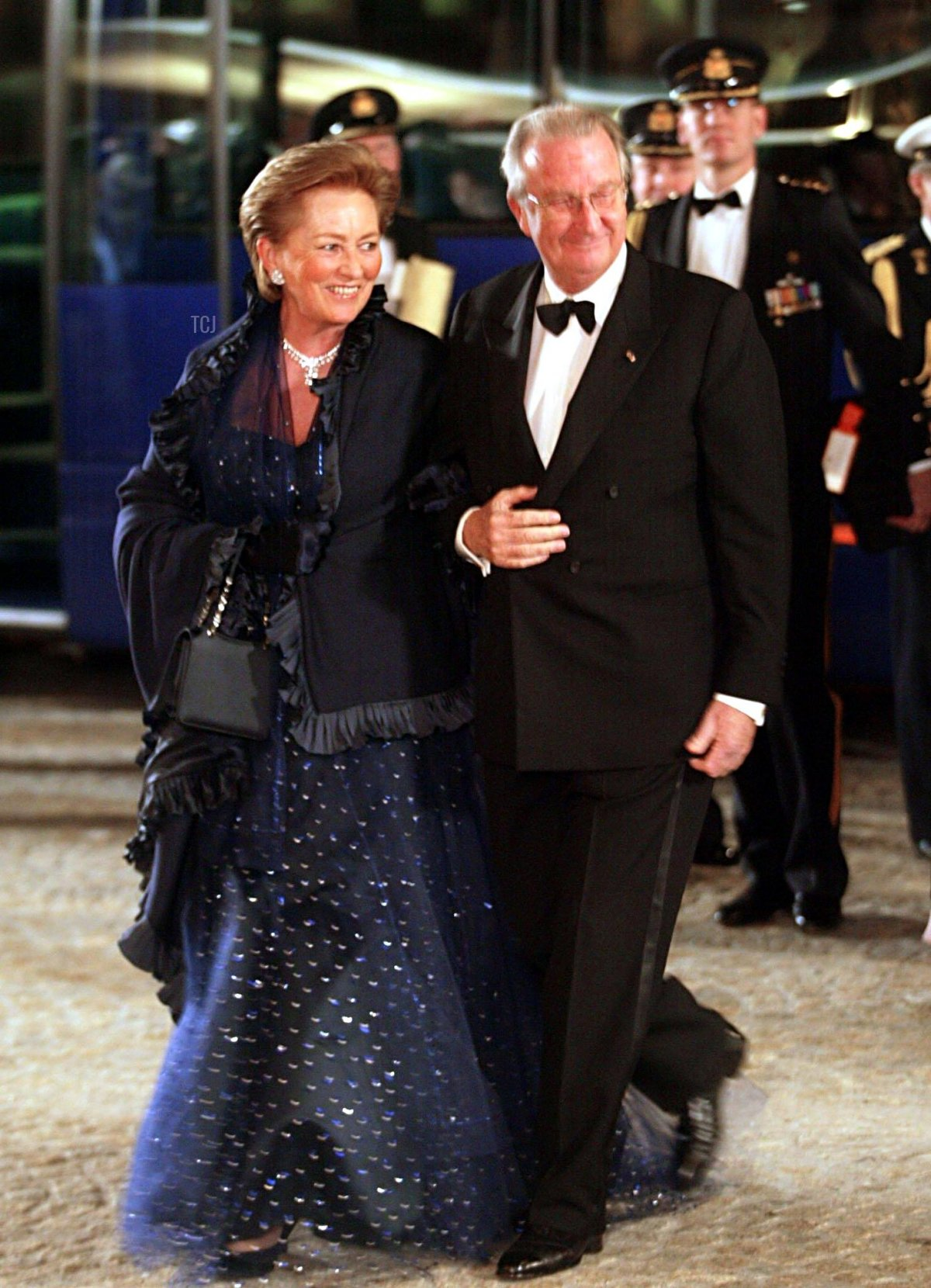 King Albert of Belgium and his wife Queen Paola (l)arrive for the dinner offered by Dutch Crown Prince Willem Alexander and his fiancee Argentinian Maxima Zorreguieta at the Royal Palace in Amsterdam, 31 January 2002
