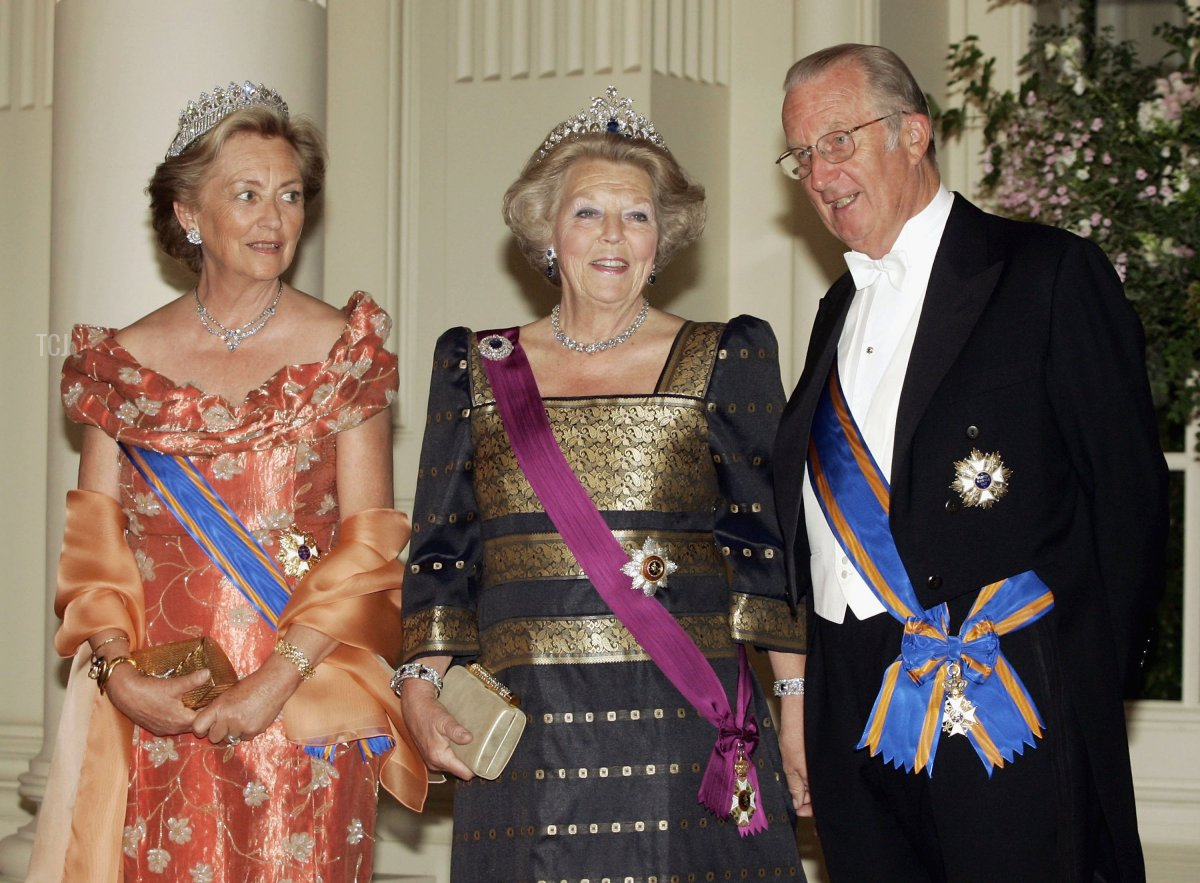 Queen Paola, Queen Beatrix and King Albert pose for a photo at Laken Castle before the gala dinneras part of the three-day during visit of Queen Beatrix on June 20, 2006 in Brussels, Belgium