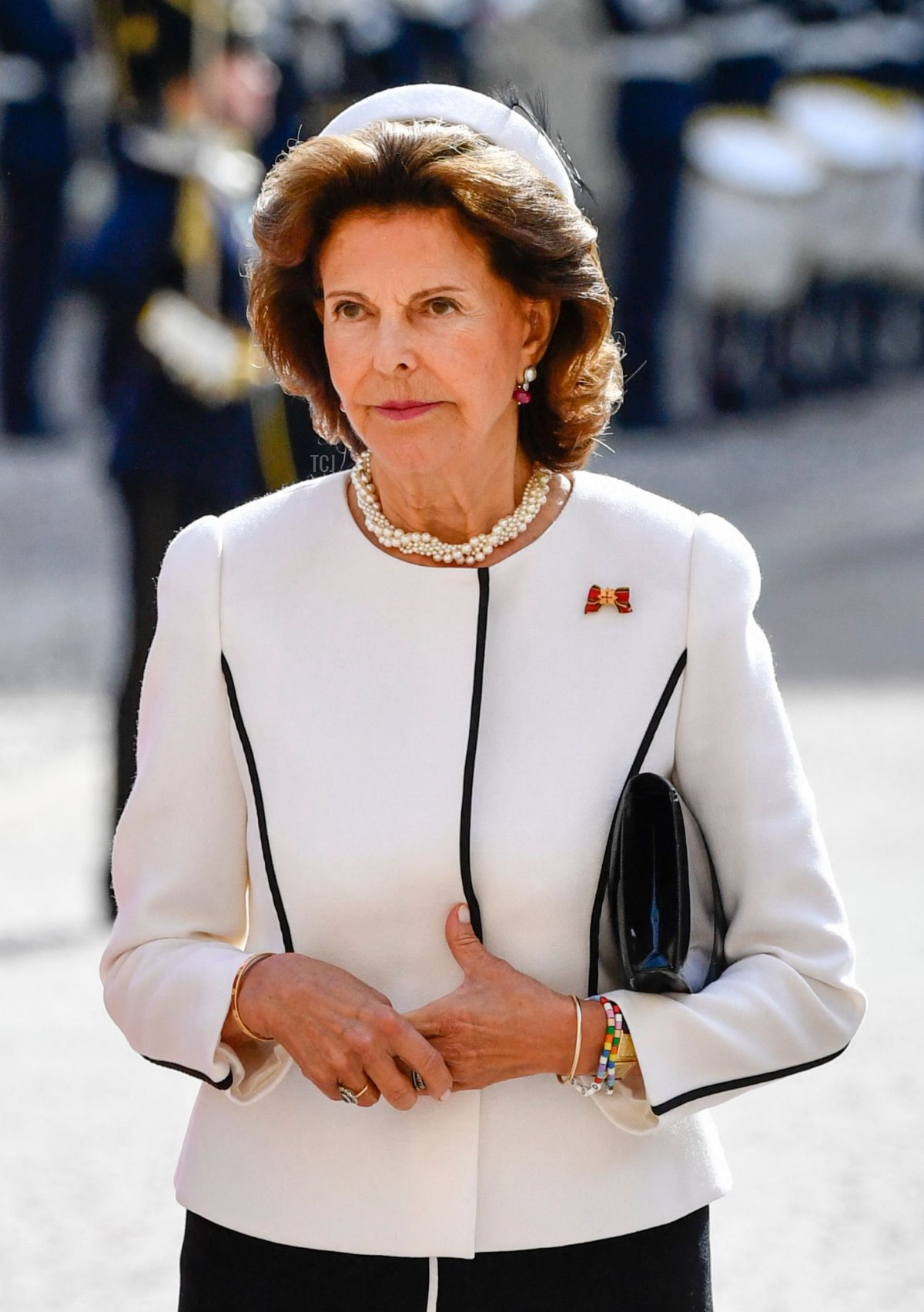 Elke Buedenbender (L), wife of the German President, and Sweden's Queen Silvia arrive at the Stockholm Palace for a welcoming ceremony in Stockholm, on September 7, 2021. - The Steinmeier presidential couple is in Sweden for a three-day state visit