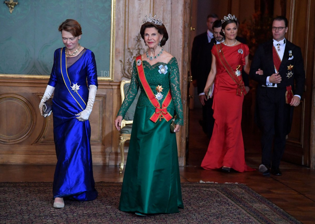 Elke Buedenbender (L), wife of German President Frank-Walter Steinmeier and Queen Silvia followed by Crown Princess Victoria and Prince Daniel arrive for a State Banquet at the Royal Palace in Stockholm, on September 7, 2021