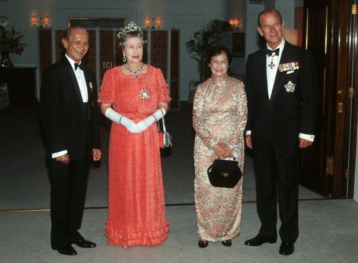 Singapore President Wee Kim Wee, HM Queen Elizabeth II, Koh Sok Hiong and HRH Duke of Edinburgh arrive for dinner aboard HMY Britannia, Singapore, 1989