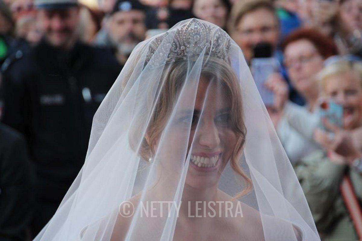 Mahkameh Navabi wears the Schaumburg-Lippe Palmette Tiara on her wedding day, October 2021