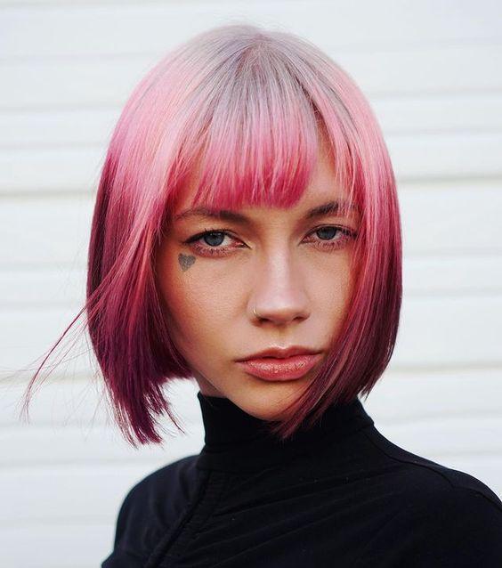 Καρέ με αφέλειες και ανάποδο ροζ ombre