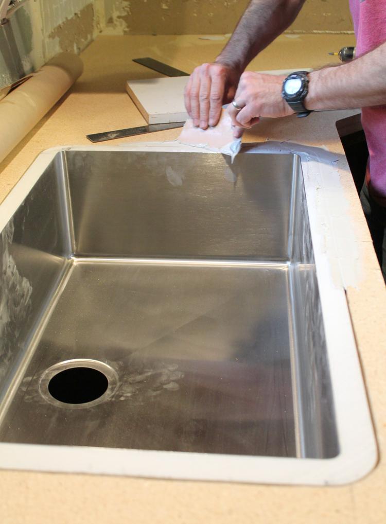 an undermount sink in laminate