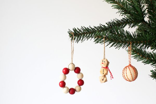 Easy DIY Christmas decorations with wooden beads | Christmas crafts