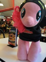 Even Pinkie loves Steak 'n Shake.