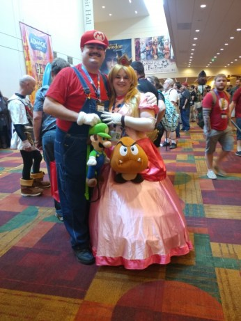 This Mario and Peach couple is adorable!