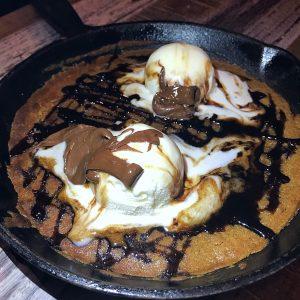 Skillet Chocolate Chip Cookie at Goose and Gridiron Mumbai