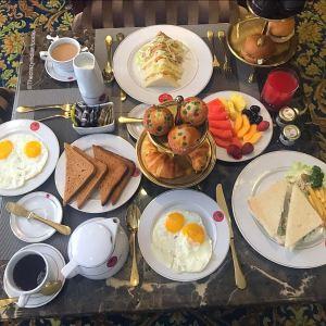 Breakfast at Freesia Lounge, Express Inn, Nashik.