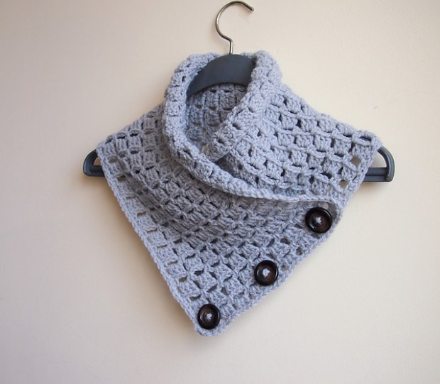 3 buttons cowl scarf by Accessorise
