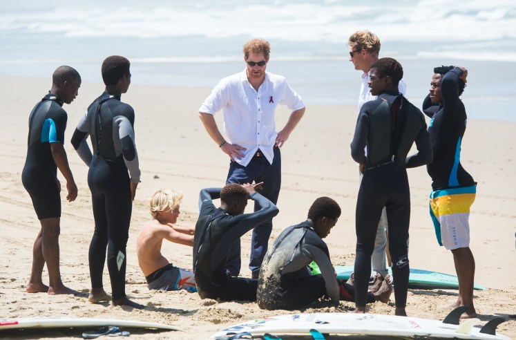 Harry chats with the young surfers on Addington Beach. I-images