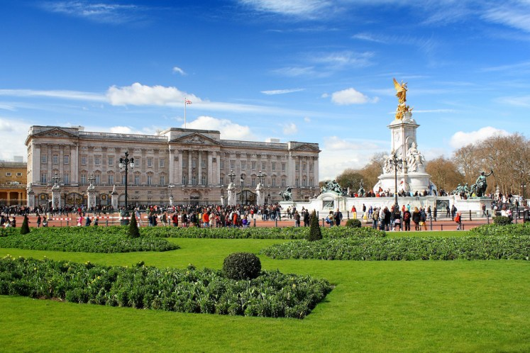 Buckingham Palace is in need of £369 million of work (Datmater)