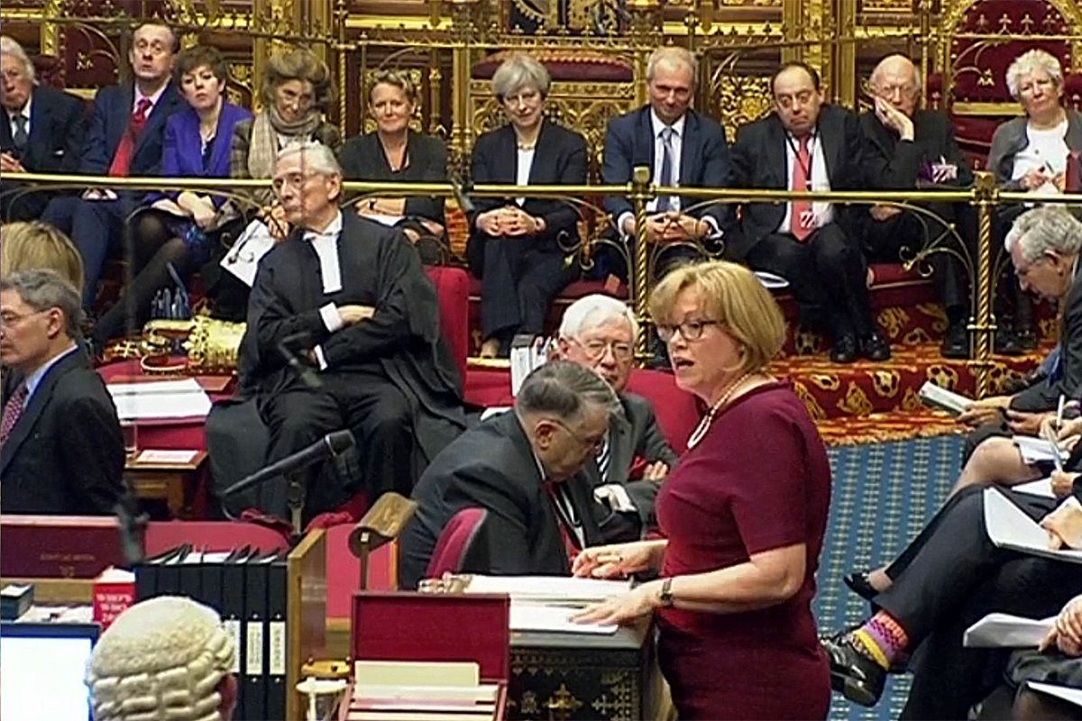 Queen Theresa? PM sits on steps of Queen's throne in House of Lords for Brexit debate