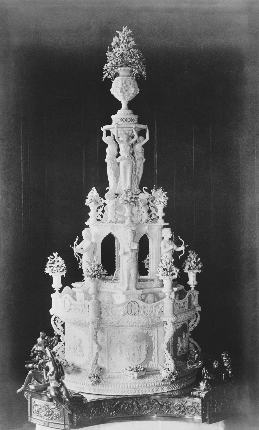 history of wedding cakes royal wedding cakes throughout the generations the crown 15253