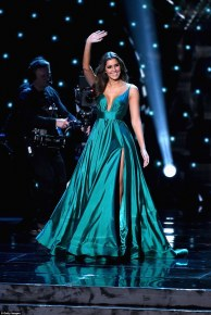 2F8A65BB00000578-3368439-Miss_Universe_Paulina_Vega_2014_was_on_hand_to_crown_her_success-a-195_1450679545677
