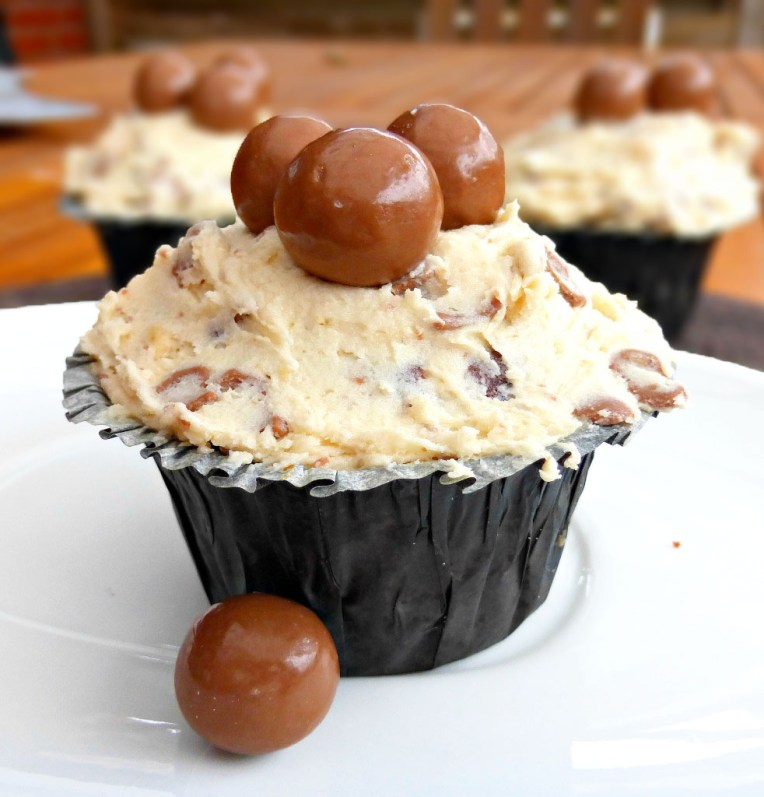 Malteser Lovers' Cupcakes with Buttercream Frosting