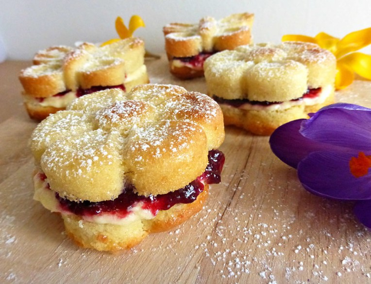 Spring-themed Individual Victoria Sandwich Cakes