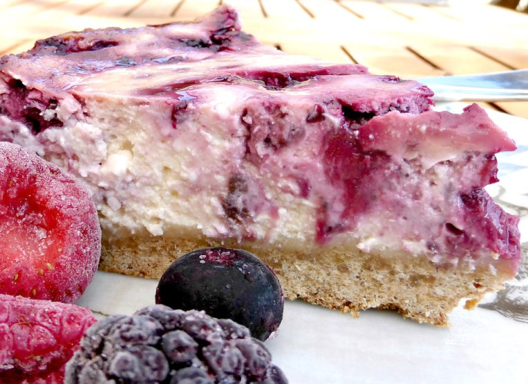 Fruit of the forest swirled cheesecake (gluten free, low fat)