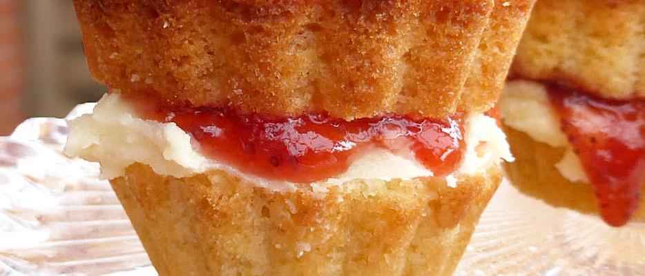 Britain's Finest: Individual Victoria Sponge Cakes