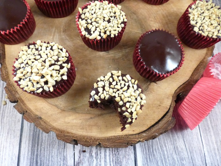 Kladdkaka Cupcakes with a Chocolate Fudge Topping (gluten free)
