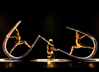 Moses Pendleton's MOMIX Returns to Joyce with NY Premiere of 'Alchemia'