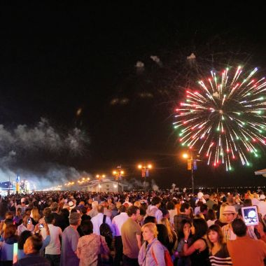 Free Things to Do in NYC Labor Day Weekend 2015: Coney Island Fireworks, Governors Island Art Fair, Get Summered, Arty BBQ & more
