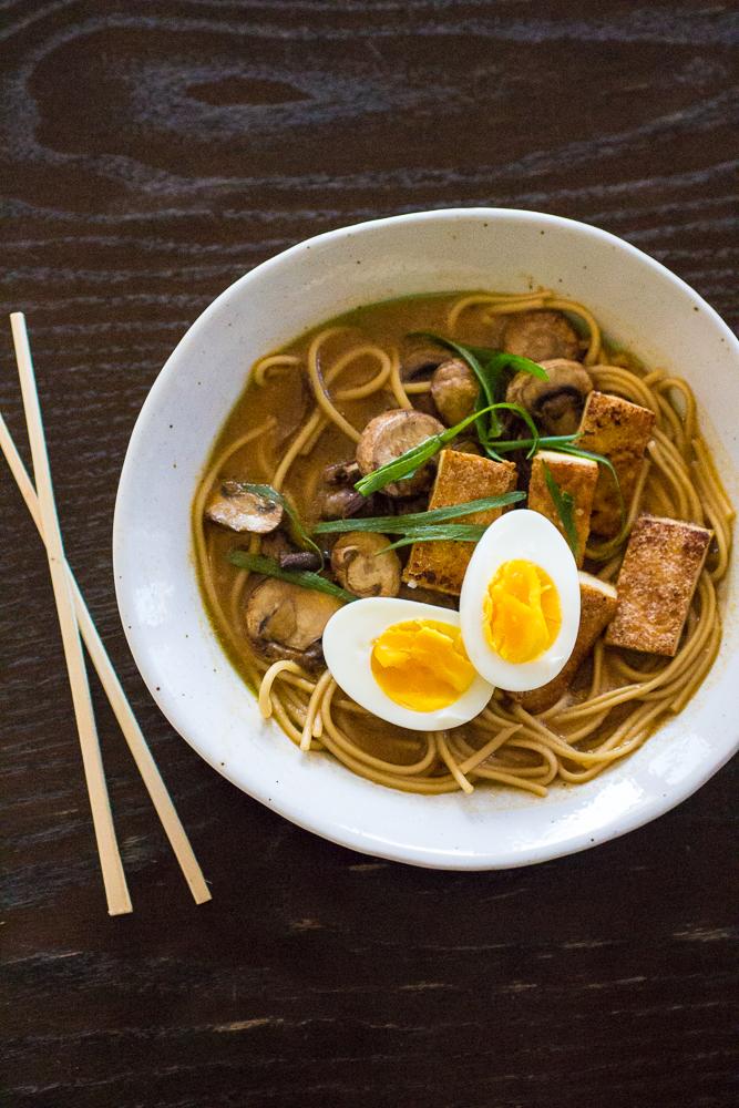 Vegetarian Ramen Noodle Bowl | The Curvy Carrot