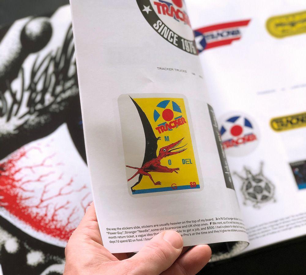 Page du livre avec des stickers Tracker