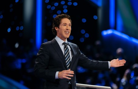 Cute: These 6 Nebraskans Try To Guess Joel Osteen's Height…