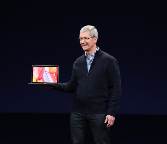 tim cook receives pay increase