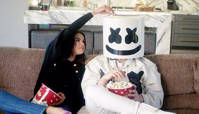 """[LISTEN] Selena Gomez x Marshmello - """"Wolves"""""""