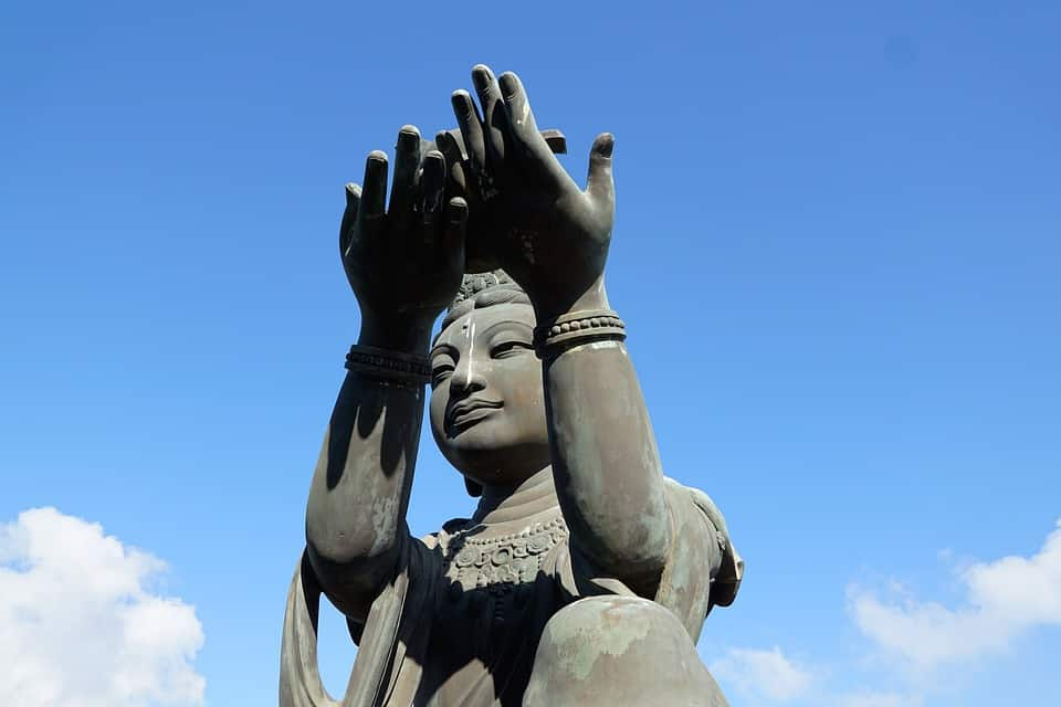 9 Buddhist Mudras You Seriously Need To Know [TUTORIAL]
