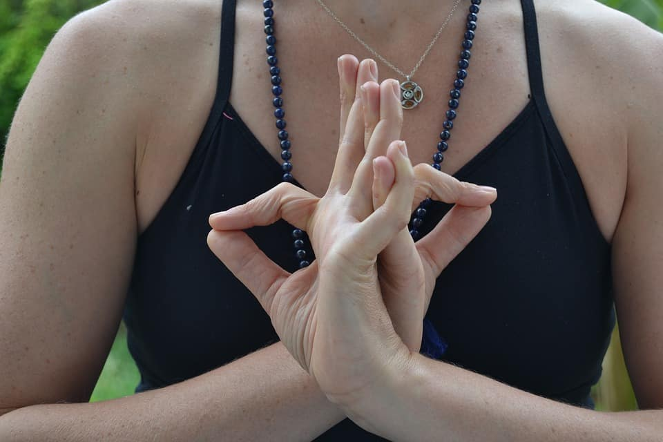 I Tried 7 Yoga Mudras And The Benefits Were Amazing
