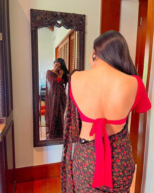 Sakshi Agarwal Backless Blouse Photos