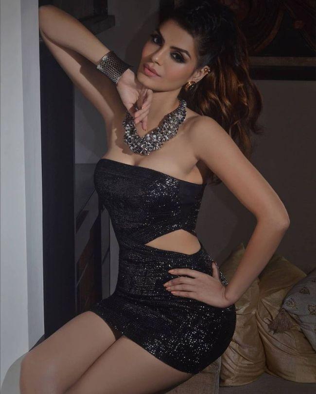 sonali raut black dress