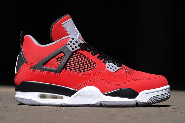 Air-Jordan-IV-Retro-Fire-Red-Toro-Bravo-02