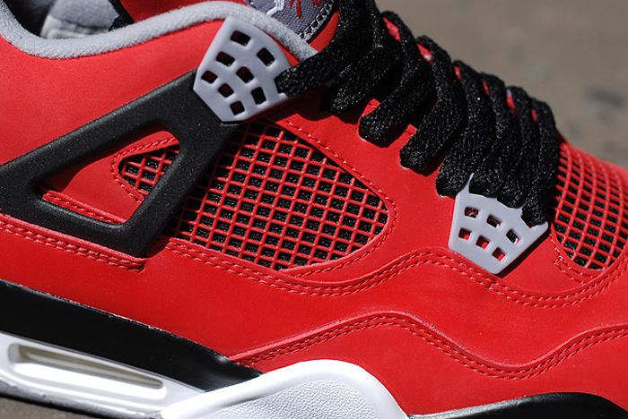 Air-Jordan-IV-Retro-Fire-Red-Toro-Bravo-06